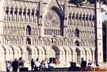 """la façade de la cathédrale gothique restaurée dite """"de Nidaros"""" du nom de l'ancien nom de la ville"""