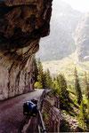 les vélos par l'ancienne rouite, les voitures en tunnel ...
