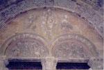 le tympan du porche de l'église de Morlaas