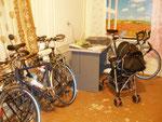 le garage à vélos de l'auberge Bahodir