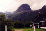 maison au pied du rocher à Skibotn