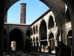 la cour de la Cifte Minare Medresesi d'Erzurum (XIIIème siècle)