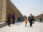 sur le pont Sio-seh d'Ispahan (aux 33 arches)