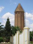 la tour de Gonbad-e Qabus (70 m de haut)construite en 1006-1007