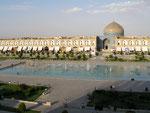 """la place Naghsh-e Jahan, l'une des plus grands places du monde; (""""la moitié du monde"""")"""