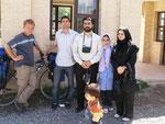 Iraniens en visite familiale au dôme de Soltanieh