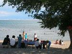 """sur la plage de Balykchy au bord du lac Issyk-Köl (""""lac chaud"""")"""