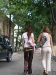 jeunes femmes à la dernière mode (occidentale)