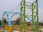 un pont très ... coloré