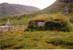 habitat traditionnel sami recouvert de terre