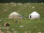 2 ou 3 yourtes tous les 5 kilomètres; nomadisme oblige