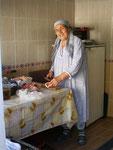 """la cuisinière de l'auberge """"Fatima et Ibrahim""""; merci, madame!"""