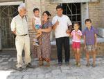 la famille du guide du mausolée de Turki Jandi