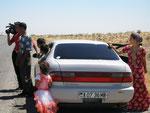 des touristes türkmènes filment les Français
