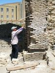 une brique après l'autre; vive l'Europe! (car nous encourageons la restauration de ce monument)!