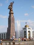 à Bishkek, capitale du Kirghizistan, Erdinkink, la statue de la liberté