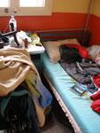 mon vélo entre les lits de ma chambre à Horasan