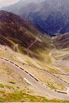 la descente (côté est) du Passo di Stelvio (qui devient alors Stilfser Joch pour les germanophones du Trentin)