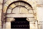 le porche de l'église romane de San Nicolao