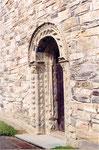 la porte de l'église de Stiklestad