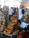 les vendeuses de pain au bazar de Tachkent
