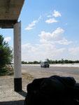un arrêt de bus pour se protéger du soleil