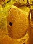 la pierre de fermeture du refuge souterrain de Derinkuyu