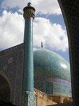 le minaret et le dôme de la mosquée de l'imam à Ispahan (ex-mosquée du Shah; XVIIème))