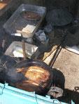 à Sary Bulak du poisson frit de bord de route