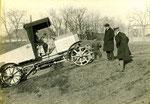 Österr. Daimler M. 09 auf Erprobungsfahrt, am Volant Dir. F. Porsche gebaut ab 1909.