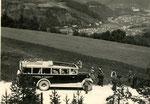 Austro Daimler ADO (gebaut ab 1927) mit Blick auf die Alpenstadt Gloggnitz