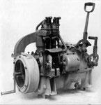 Austro Daimler Feldbahnmotor 6PS MA (Motoraggregat) für den Einsatz bei Feldbahnzugtriebwagen, Gebaut ab 1918.