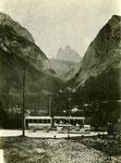 Österr. Daimler Omnibus mit Anhänger in Südtirol in Blickrichtung 3 Zinnen.