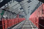 Jeux de lignes, de matière et de lumière sur le pont de Brooklyn