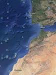 Links unten, auf Höhe der marokkanischen Wüste, liegt Fuerteventura, Teil der kanarischen Inseln. Gehört zu Spanien.