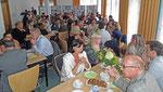 Austausch zwischen den Vorträgen - bei ostfriesischem Tee und niederländischem Gebäck.