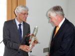 Seminarleiter Professor Dr. Johann Sjuts dankte Honorarkonsul Dr. Claas Brons.