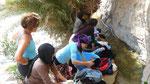 Amtoudi : discussion avec de jeunes lavandières
