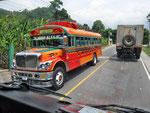 ...der erste Chicken-Bus