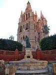 Der Turm der Parroquia