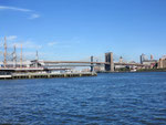 vorne Brooklyn - hinten Manhattan Bridge
