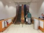 Bei Macy's - die alten Holz-Rolltreppen funzen immern noch - zumindest teilweise