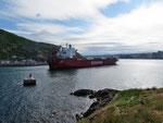 ein Schiff aus Halifax läuft in den Hafen ein