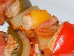 Schaschlik: Fleischspieß mit Schweinefleisch, Schinken, Paprika und Zwiebel. Foto ©Zarahzeta2015