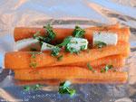 Zarahzetas Lebenskunst mit Karotten, Butter und frischen Kräutern