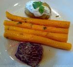Zarahzetas Lebenskunst mit Rindersteak, Karotten und Kartoffel