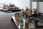 Ausstellungsansicht bitter & scharf mit Sigrun Jakubaschke (Vordergrund), BBK Kunstquartier Osnabrück, 2018