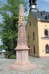 Distanzsäule Rochlitz, Clemens-Pfau-Platz