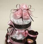 """Торт из памперсов для девочки """" ШокоМишка"""" с кружевными пинетками."""