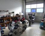 Werkstatt und Kundenfahrzeuge